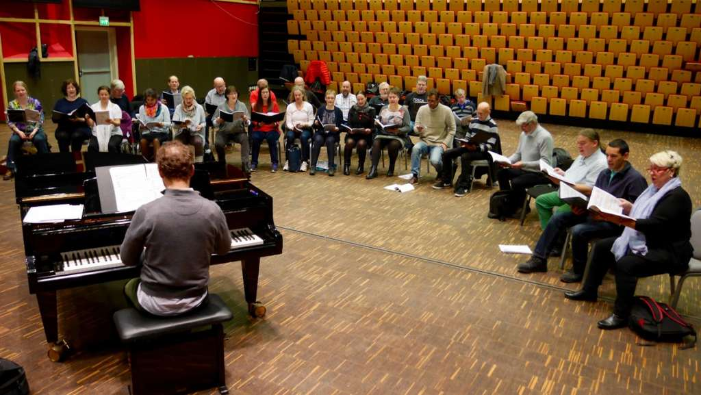 Østfold Operakor med dirigent Magnis Loddgaard